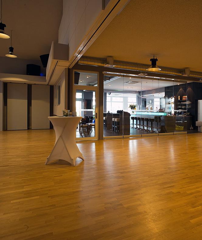 Fotografie der Bar aus dem Saal der Tanzschule Beer