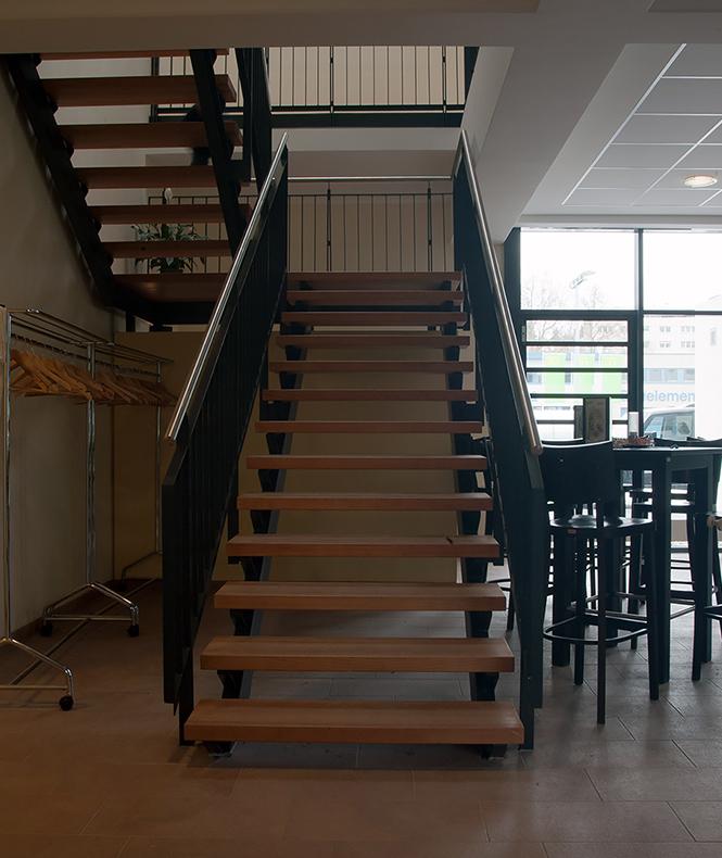 Treppe zu den Tanzsälen im Obergeschoss
