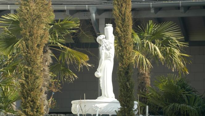Fotografie des Brunnens im Garten