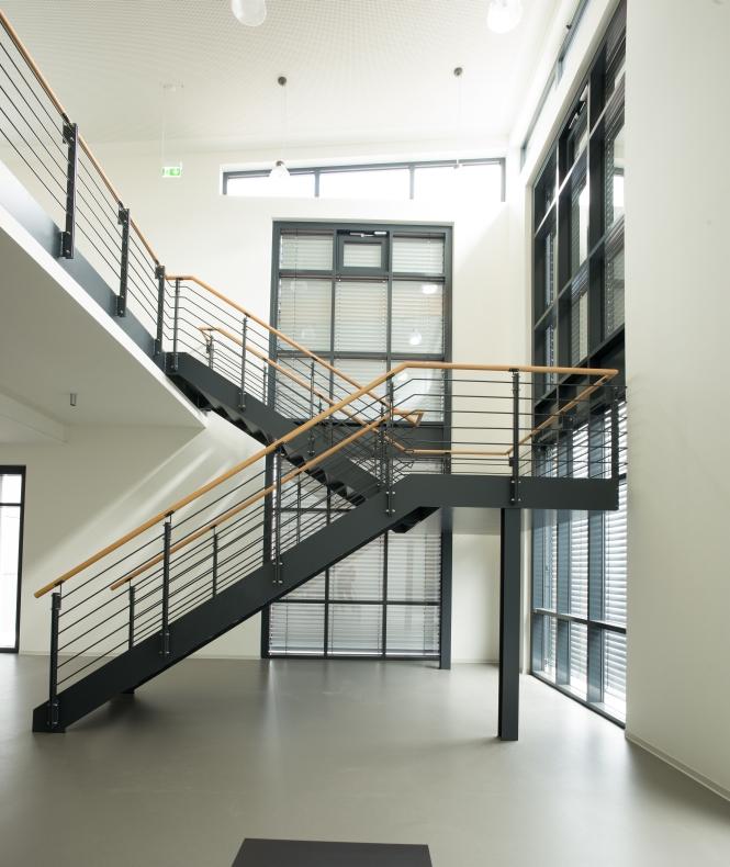 Treppe des Neubaus für h.team