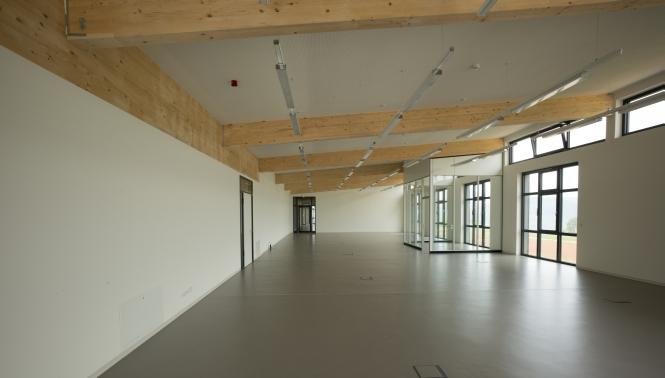 Leere Büroräume im Neubau
